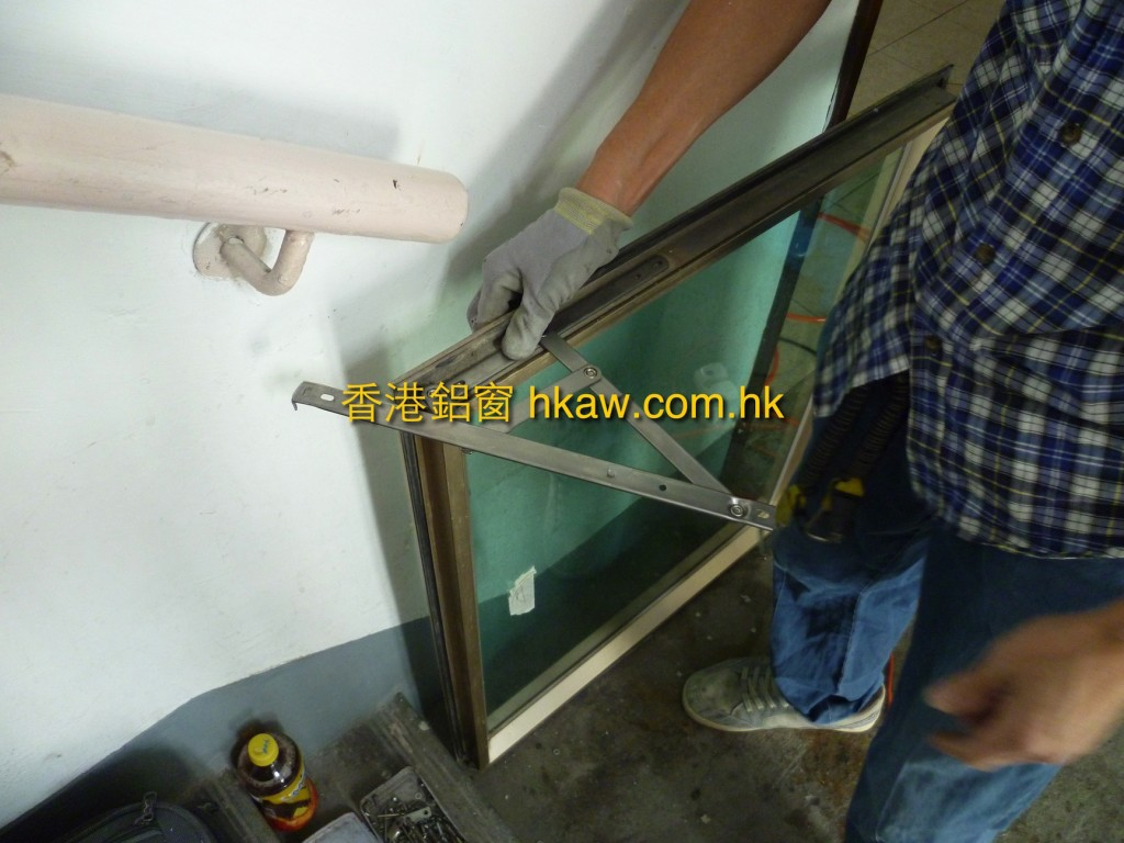 安裝新不銹鋼窗鉸
